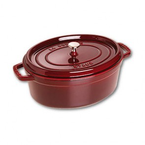 Cocotte en fonte ovale 31 cm rouge grenadine - Vitamines - Staub